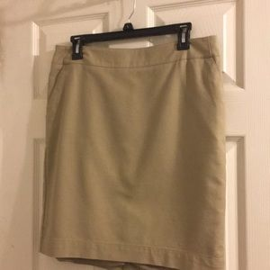 Lined khaki skirt with pockets